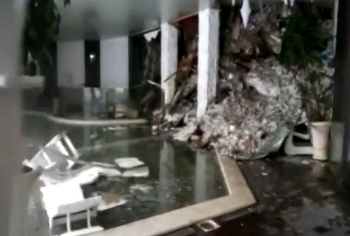 Primele imagini din interiorul hotelului lovit de avalanşă în Italia - VIDEO