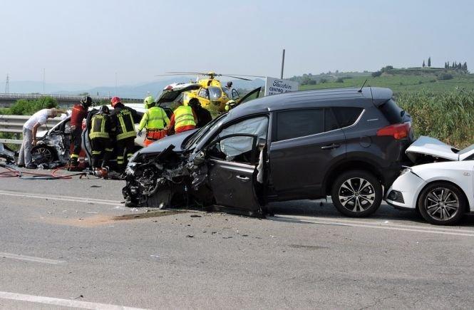 Accident în lanț, cu trei autoturisme, la Gura Humorului