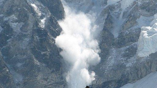 Avalanşă în Italia:nouă persoane salvate, cinci morţi şi 23 de dispăruţi