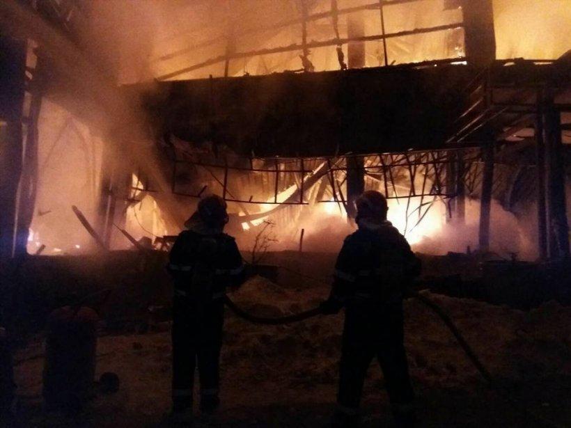 Viceprimar: Una dintre cauzele incendiului din Bamboo ar putea fi artificiile din şampaniile scumpe