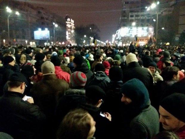Ce s-a scandat în fața Ambasadei Rusiei, la protestele din Capitală
