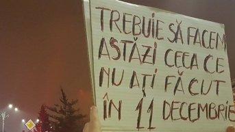 Protest în tăcere, la Arad, împotriva proiectului de grațiere. Ce mesaje au afișat arădenii pe pancarte