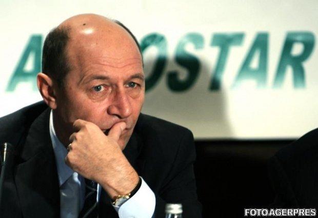 Traian Băsescu, despre participarea lui Klaus Iohannis în mijlocul protestatarilor de la Piața Universității