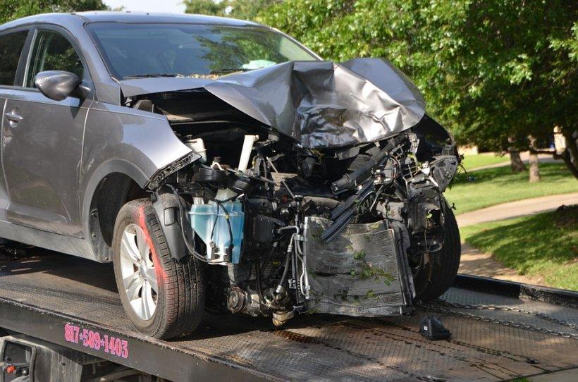 Accident grav în apropiere de Cernavodă: Doi morţi, doi răniţi şi trei maşini avariate. Un general de armată, printre răniţi