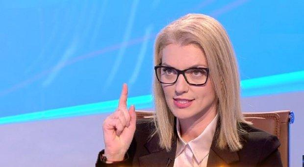 """Alina Gorghiu, atac virulent: """"Dragnea intră cu bocancii în activitatea Guvernului și nimeni nu-i spune <<până aici>>!"""""""