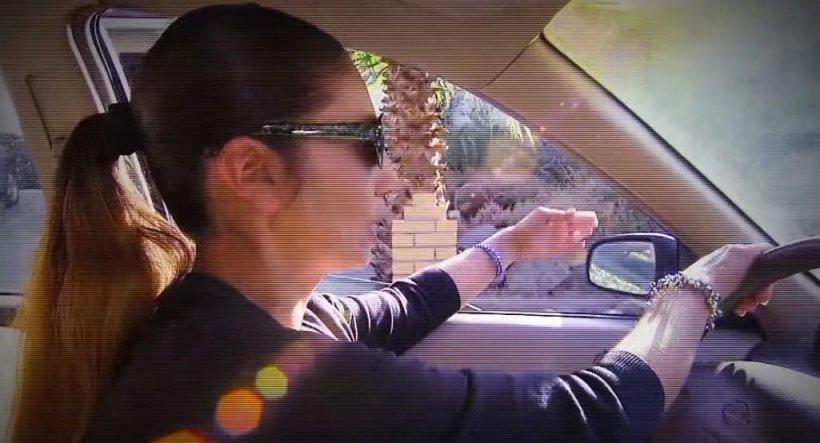 O profesoară și-a văzut eleva că se urcă în mașina unui necunoscut! Reacția de moment i-a schimbat complet viața fetei