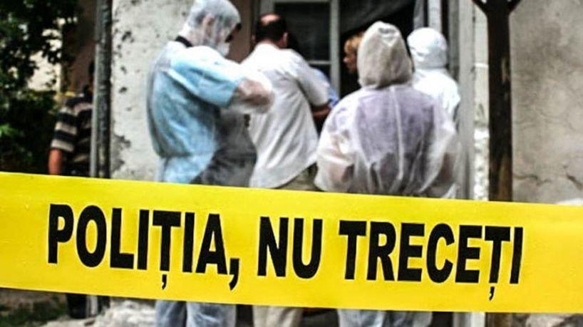 Crimă oribilă în Iași! Bărbat găsit mort în casă, cu capul tăiat în două