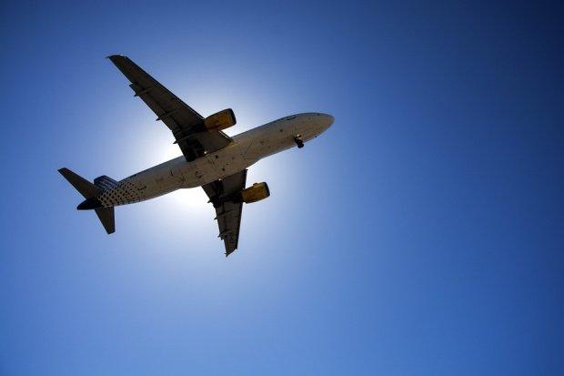 Curse aeriene anulate sau întârziate din cauza ceţii