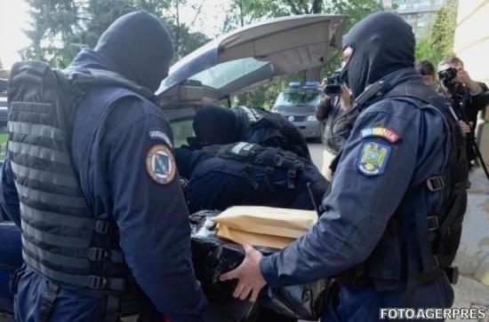 Percheziții la polițiști. 11 agenți de la Rutieră, suspectați de luare de mită