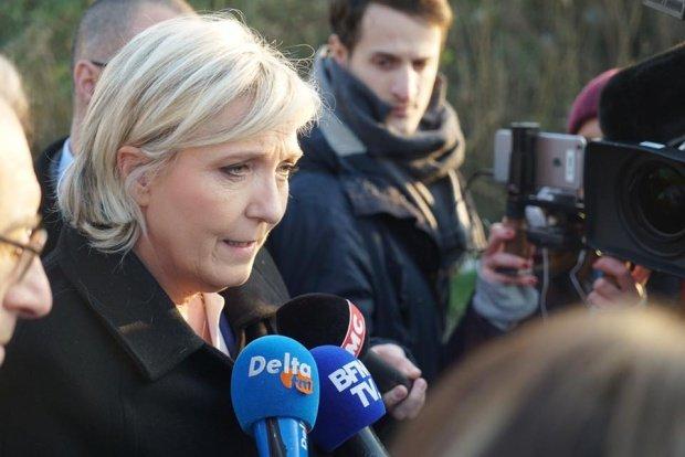 """Marine Le Pen și-a lansat campania pentru alegerile prezidențiale din Franța și promite """"Frexit"""" și renunțarea la euro"""