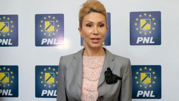 """PNL cere demisia lui Sorin Grindeanu. Raluca Turcan: """"Nu a spus niciun cuvânt despre asumarea greșelii"""""""