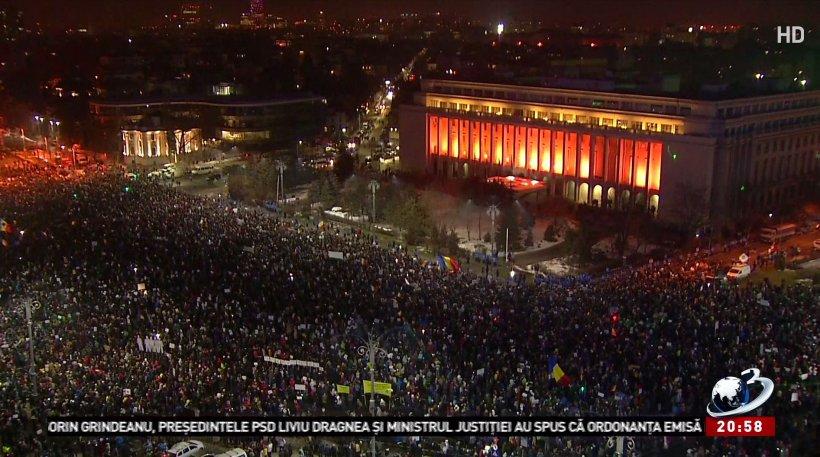 Cele mai spectaculoase imagini de la protestele din Piața Victoriei FOTO 72