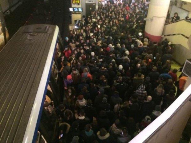 Metrorex: Stațiile Piața Victoriei și Basarab, fără curent din cauza unei avarii la rețea