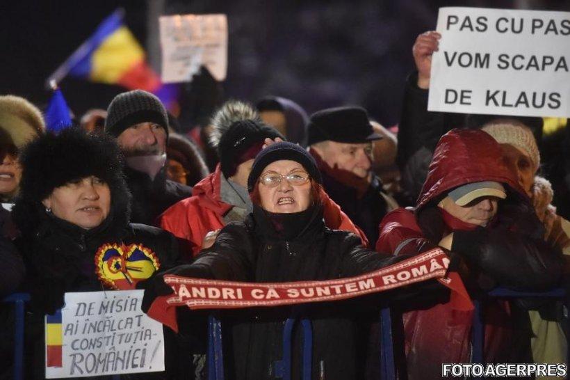 Proteste la Cotroceni. Sute de oameni au cerut demisia lui Iohannis - VIDEO