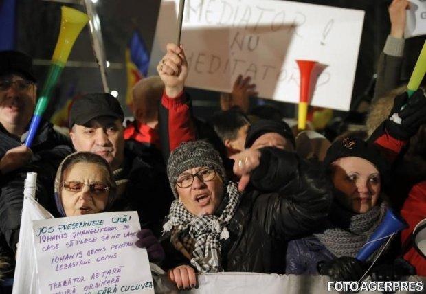 O nouă zi de proteste la Cotroceni. Peste 1.000 de persoane au scandat împotriva președintelui Iohannis