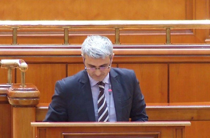 """Robert Turcescu, în plenul Parlamentului: """"Bună ziua, pe loc repaos!"""""""