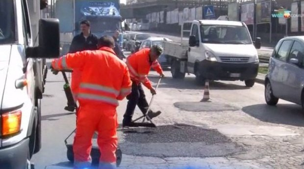 Ce au făcut șoferii din Brașov, după ce un drum național s-a umplut de gropi