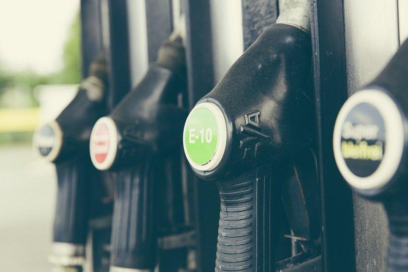 Gafă la o benzinărie din Prahova. Zeci de șoferi au rămas în pană de motor