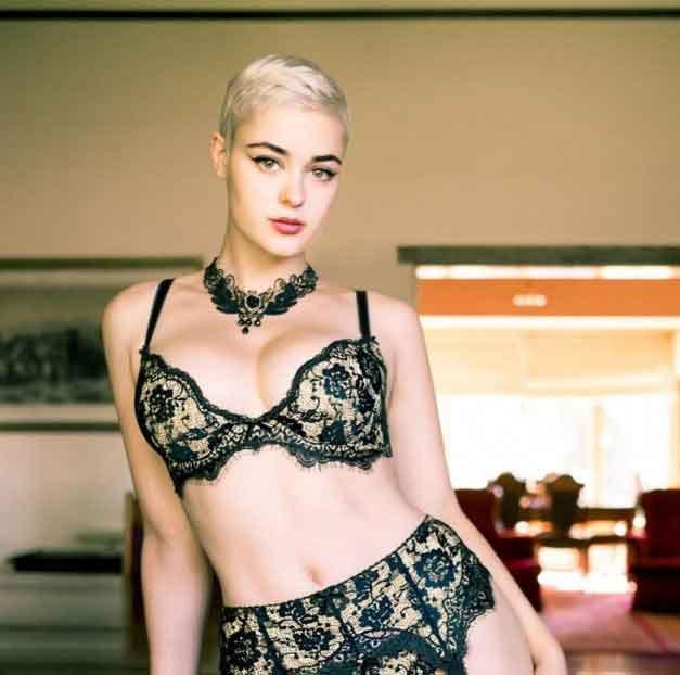 Femeia asta a distrus toate stereotipurile legate de modelling si frumusete! Arata incredibil!