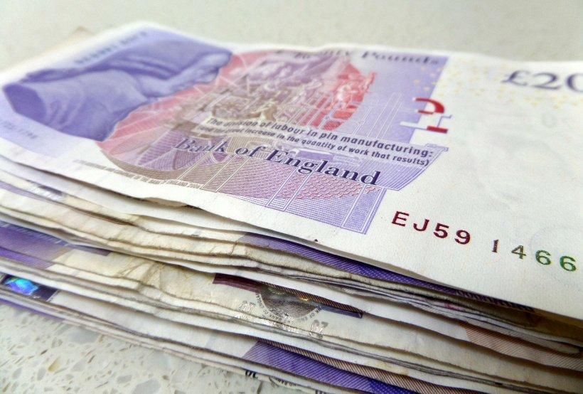 O femeie din Marea Britanie, mamă a patru copii, din care doi cu autism, a jucat la loterie. Când a urmărit extragerea, a izbucnit în lacrimi