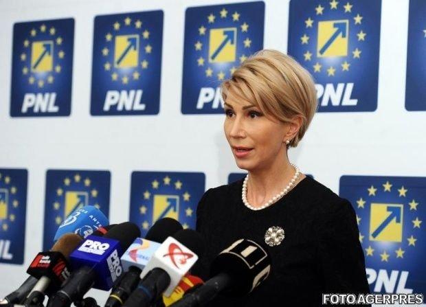 """Raluca Turcan: """"Cred că USR poate să vină natural alături de PNL, fie într-o alianță, fie prin fuziune"""""""