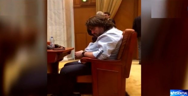 Autosancţiune pentru parlamentarul somnoros! Cum s-a pedepsit senatorul USR Mihai Goțiu