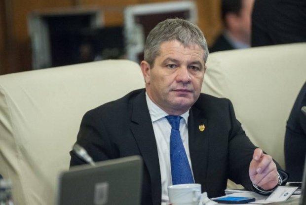 Tolo.ro: Sute de inspectori sanitari au semnat un document prin care se opun trecerii în subordinea șefilor numiți politic în județe. Ministrul Bodog i-a amenințat!