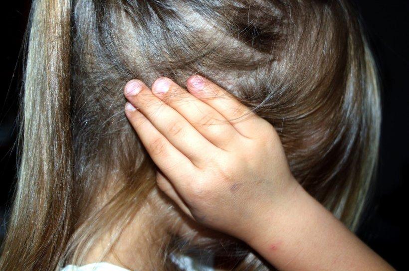 Statistică şocantă. Şase copii sunt abuzaţi zilnic în România