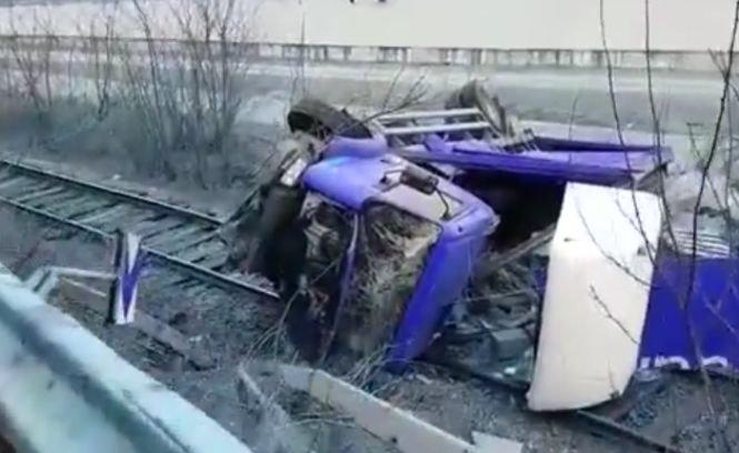 Lucian Isar a intrat pe contrasens şi lovit întâi o autoutilitară şi apoi un autocamion