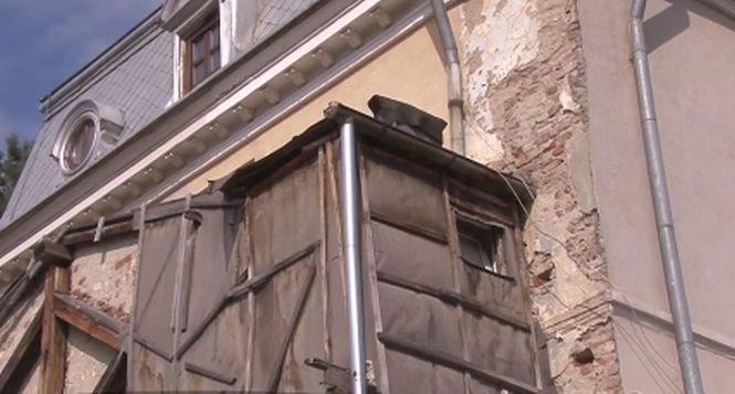 Toaletă suspendată în sediul Societăţii de Gospodărire Urbană din Ploieşti