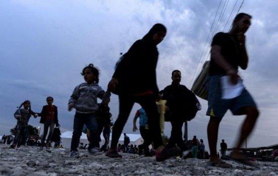 Turcia amenință să trimită lunar 15.000 de migranți în Europa