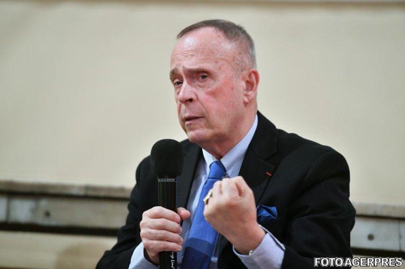 Președintele Institutului Cultural Român este sprijinit de intelectuali