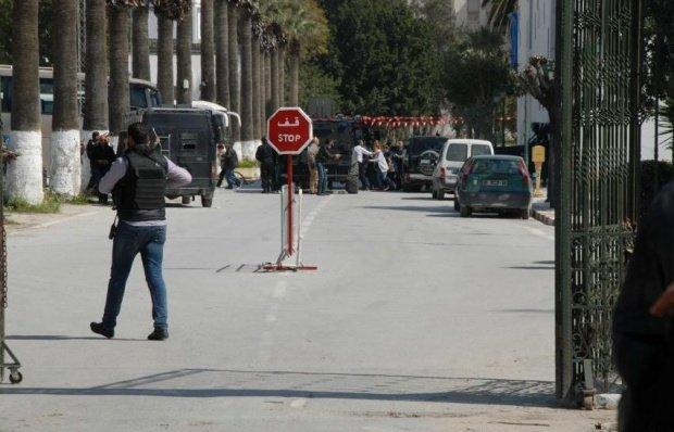 Un bărbat înarmat a încercat să pătrundă în Parlamentul tunisian