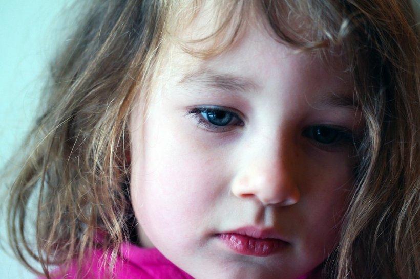 Întrebarea sfâșietoare a unei fetițe după ce medicii au fost nevoiți să îi amputeze mâinile