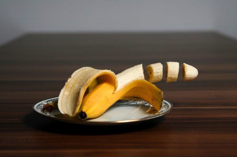 De ce nu e bine sub nicio formă să tai banana cu un cuțit