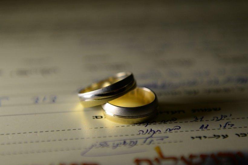Cel mai controversat cuplu al momentului se pregăteşte de nuntă