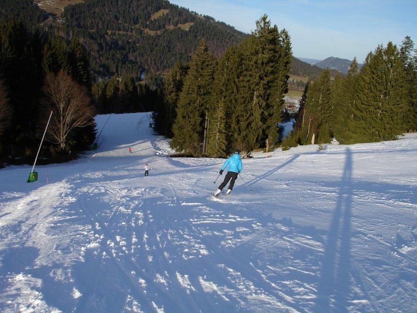 Unde se schiază în acest sfârșit de săptămână. Stratul de zăpadă ajunge la 60 de centimetri în unele zone