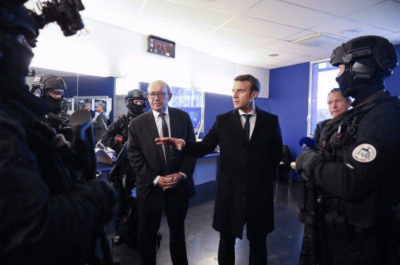 Alegeri prezidenţiale Franţa: Macron şi Le Pen s-au intersectat într-o uzină plină cu muncitori revoltați