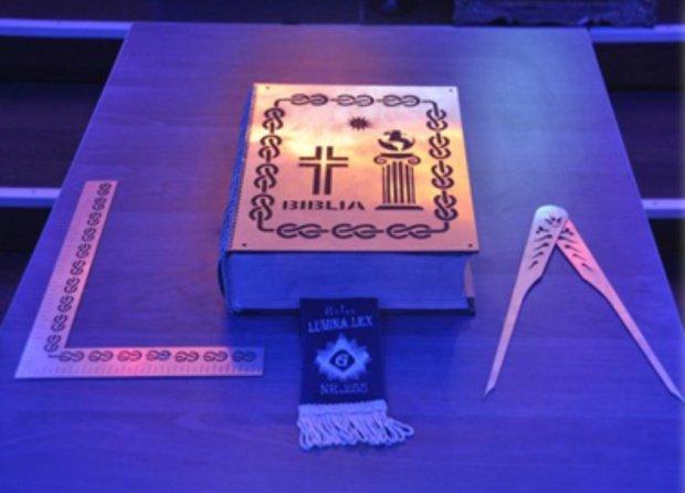 Ce politicieni români sunt implicați în masonerie și ce simbolizează ritualurile acestora