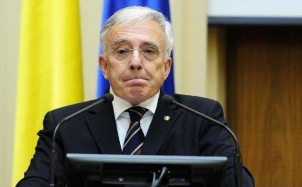 """Mugur Isărescu: Facebook-ul, greșelile bancherilor și dominația online-ului au dus la apariția de """"adevăruri"""" departe de adevărul științific"""