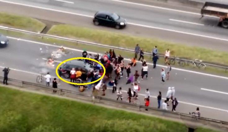 Un șofer a intrat în manifestanți, în timpul unui protest din Brazilia. Momentul șocant, filmat de un cameraman amator - VIDEO