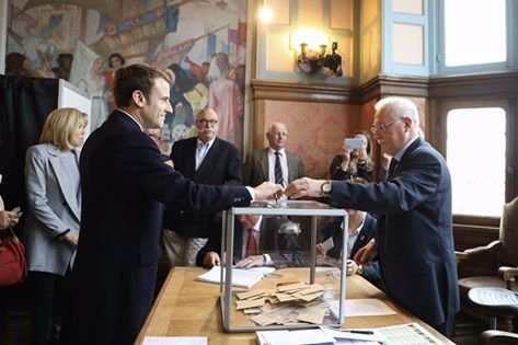 """Alegeri prezidențiale Franța. Avertismentul lui Emmanuel Macron: """"Uniunea Europeană trebuie să se reformeze sau să înfrunte posibilitatea unui Frexit"""""""