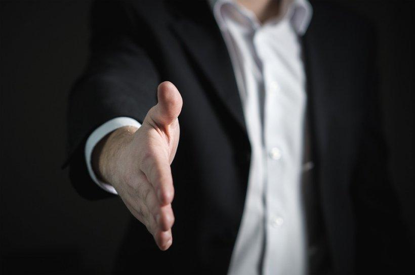 Senatul a adoptat legea care stimulează firmele să angajeze absolvenți de facultate și să specializeze muncitori necalificați