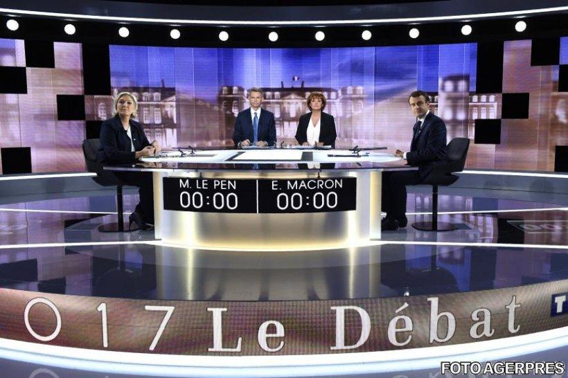 Atacuri virulente între Le Pen şi Macron, în debutul duelului televizat. Imagini LIVE cu dezbaterea din Franța