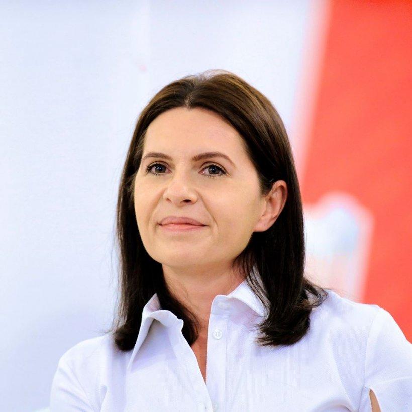 """Adriana Săftoiu, mesaj ferm: """"Cât timp Bacalbaşa mai poate sta în băncile Parlamentului, nicio şedinţă de Parlament nu mai poate să aibă loc!"""""""