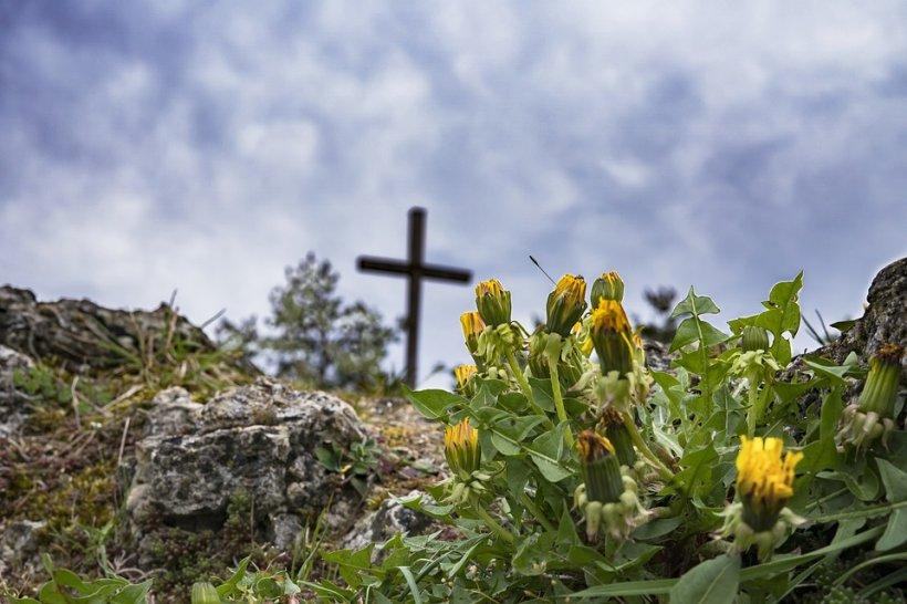 Satul din România unde morții nu se îngroapă