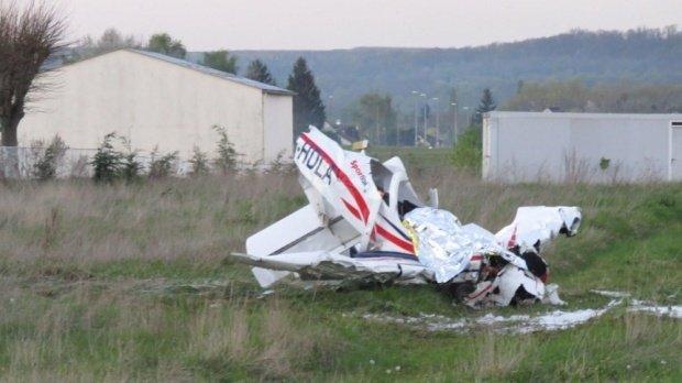 Tragedie aviatică! Cinci morţi, inclusiv trei copii, au murit în urma prăbuşirii unui avion uşor  127