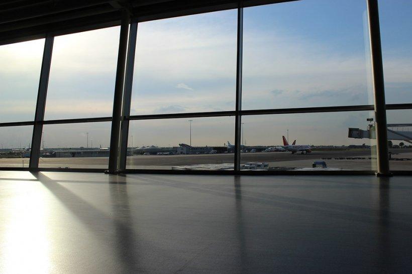 Alertă: Pachet suspect pe Aeroportul Otopeni. Alarma a fost falsă