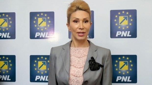 """Raluca Turcan: """"Guvernul să renunțe la plafonarea indemnizației pentru mame, în caz contrar analizăm depunerea unei moțiuni"""""""
