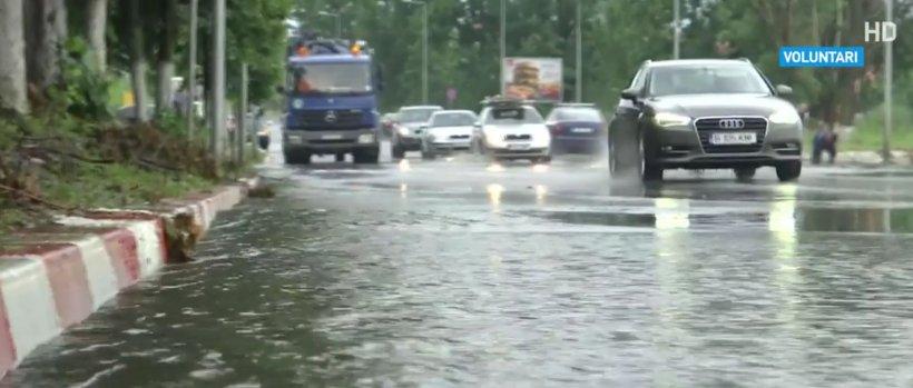 Capitala și alte patru județe, afectate de ploile torențiale